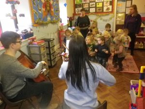 A string duo, Heather and Ben, came to play Christmas tunes. The children added their own percussion sounds and danced merrily along!